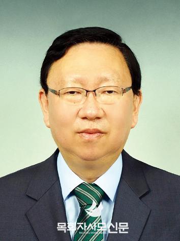 10면 박현식 목사님.jpg